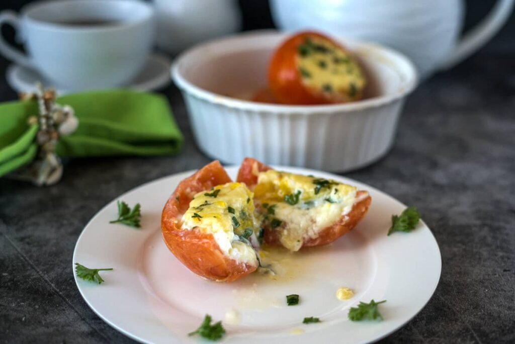 baked tomatoes with eggs and cheese