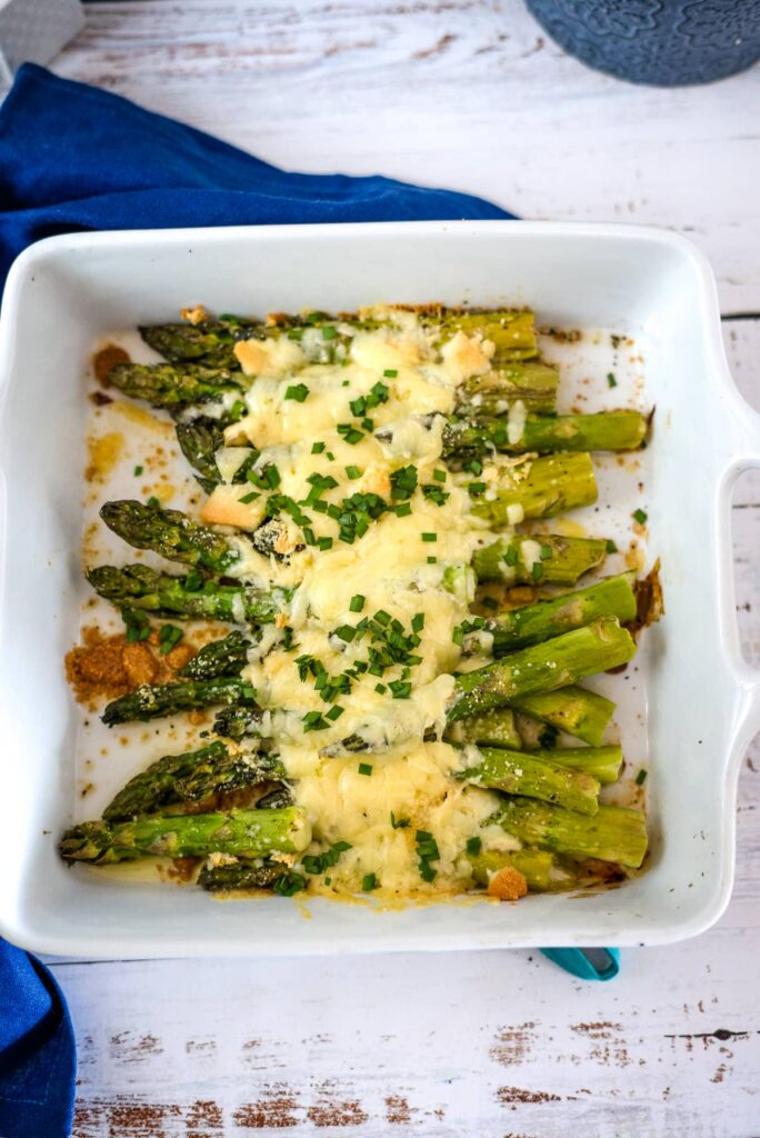 bakes asparagus with cheese and chives
