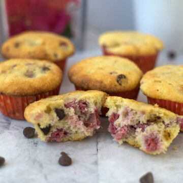 muffins with raspberries and chocolate chips